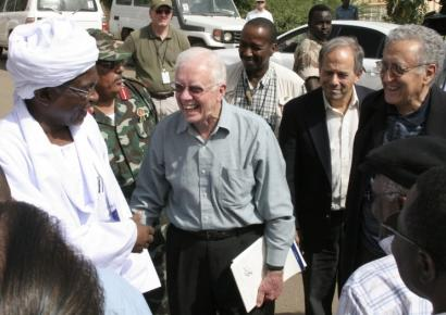 Youssouf Kebir (left) governor of North Darfur, greeted former US president Jimmy Carter and United Nations diplomat Lakhdar Brahimi (right) in El Fasher, Sudan, yesterday.