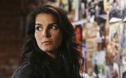Angie Harmon stars as homicide detective Lindsay Boxer in ABC's new drama series 'Women's Murder Club.'