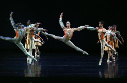 Members of the Boston Ballet perform an excerpt from Balanchine's 'A Midsummer Night's Dream' Friday night.