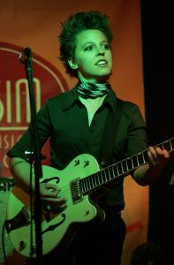 Singer-songwriter Erin McKeown wandered pleasantly from jazz-spiced pop to a folk-cabaret mix Wednesday night at Club Passim in Cambridge.