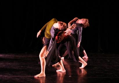 Twisting, spiraling movements, and quick shifts of dynamics filled the Kelley Donovan & Dancers performance Friday night.