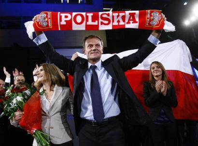 Donald Tusk, leader of the Civic Platform party, celebrated with his wife, Malgorzata (left), and daughter Katarzyna (right).