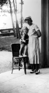 Writer Irène Némirovsky in 1932, with her daughter Denise, 10 years before her death in Auschwitz.