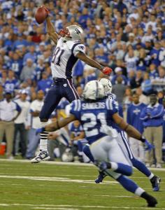 Randy Moss had nine catches for 145 yards and a touchdown, but it was his leaping, one-handed grab in the third quarter that left his teammates awestruck.