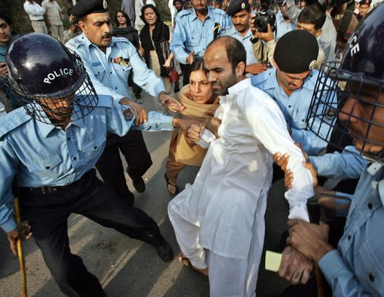 Pakistani police arrested human rights activists who were trying to march toward the residence of an ousted chief justice.