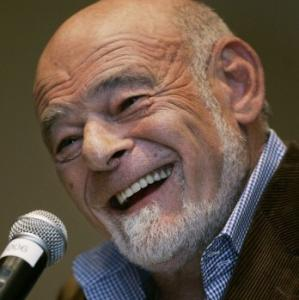 Chicago billionaire Sam Zell has offered $8.2 billion for Tribune Co.