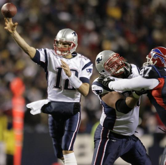 With impeccable blocking from his line, Tom Brady was free to complete 31 of 39 passes without being sacked.