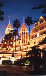San Diego's Hotel del Coronado gets all decked out for the holidays.