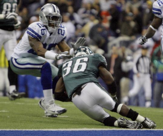 Brian Westbrook chose to take a dive at the 1, enabling the Eagles to run out the clock in Dallas.