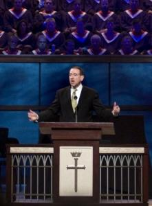 GOP presidential candidate Mike Huckabee, who addressed Prestonwood Baptist Church in Plano, Texas, last month, speaks to voters about celebrating Christmas in his new ad.