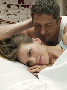 Gerry (Gerard Butler) dies but leaves behind letters to raise the spirits of his wife, Holly (Hilary Swank).