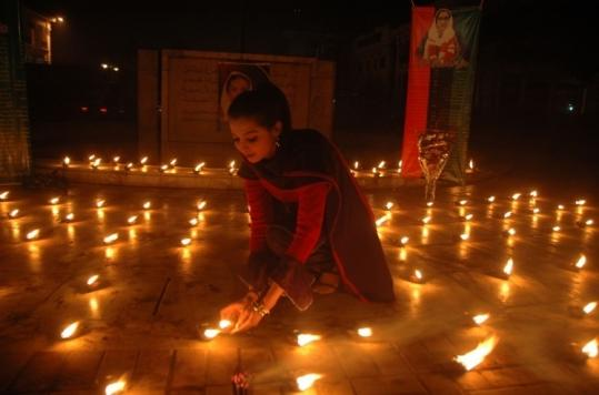 A supporter of slain Pakistani opposition leader Benazir Bhutto lighted candles in her honor in Lahore yesterday.