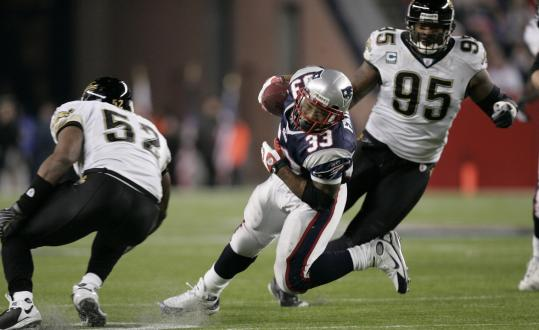 Dump-off passes to Kevin Faulk, here avoiding Paul Spicer (right) and Daryl Smith, were a big part of the Patriots' strategy.