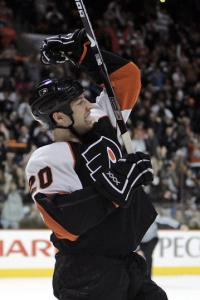 R.J. Umberger is pumped up after his second-period goal gave the Flyers a 4-0 lead.