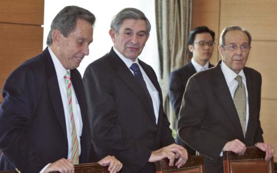 Former Deputy Defense Secretary Paul Wolfowitz (center) attended an arms-control meeting earlier this month in Seoul.