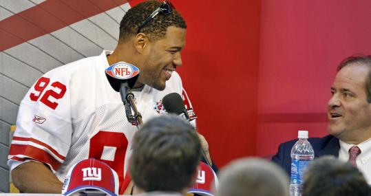 ESPN anchor Chris Berman decided to share the stage with Giants star defensive end Michael Strahan.