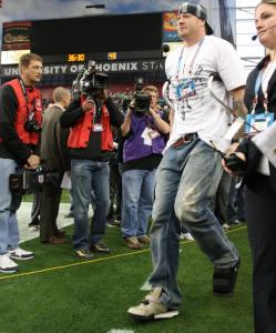 Giants tight end Jeremy Shockey, who broke his leg in Week 15, made it onto the field for the Super Bowl, albeit on crutches.