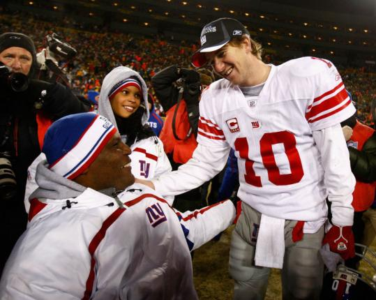 Eli Manning enjoys the NFC championship with Lieutenant Colonel Greg Gadson, the team's inspirational leader.