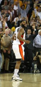 Baron Davis (29 points) had the crowd behind him after hitting the winning shot.