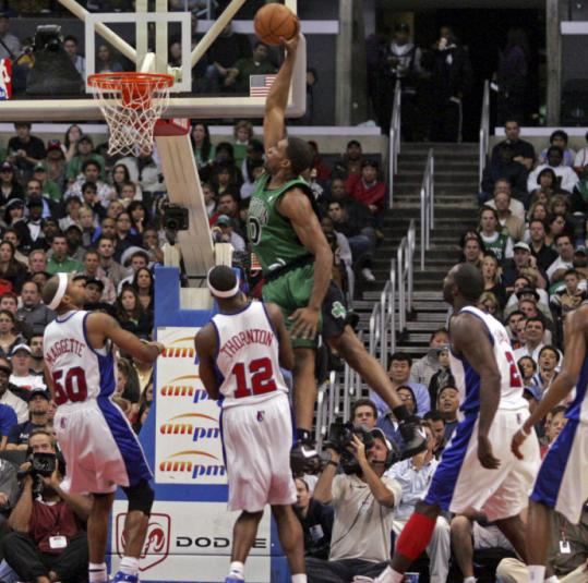 Clippers (from left) Corey Maggette, Al Thornton, Tim Thomas, and Quinton Ross have a great view of this Leon Powe dunk in the first half.