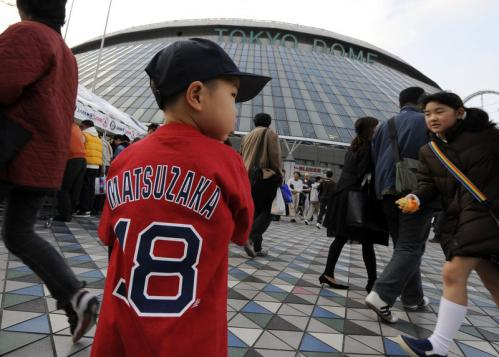 Tenryu Yoshida, a 4-year-old Red Sox fan, wears a Daisuke Matsuzaka T-shirt while waiting for gates to open to today's game.