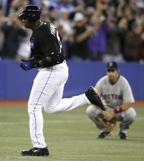 Frank Thomas rounded the bases as Red Sox third baseman Mike Lowell looked on.