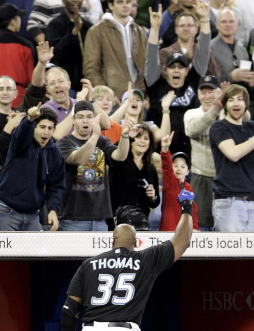 Frank Thomas received a curtain call from a happy Toronto crowd, who saw their Blue Jays sweep the Red Sox