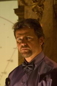 Dr. Jacob Reiser (Aidan Quinn) works with a brilliant grad