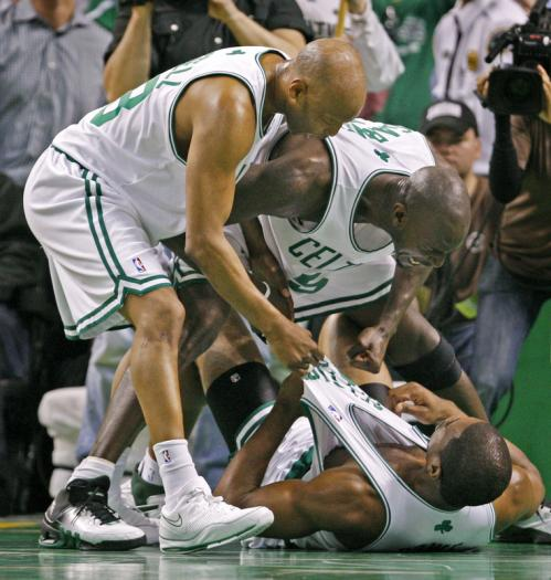 Sam Cassell (left) and Kevin Garnett (right) run over to Leon Powe after Powe got fouled on a slam dunk in the second half.