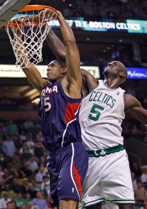 The NBA Defensive Player of the Year Kevin Garnett (right) comes from behind to stop Atlanta's Al Horford on a fourth-quarter dunk attempt.