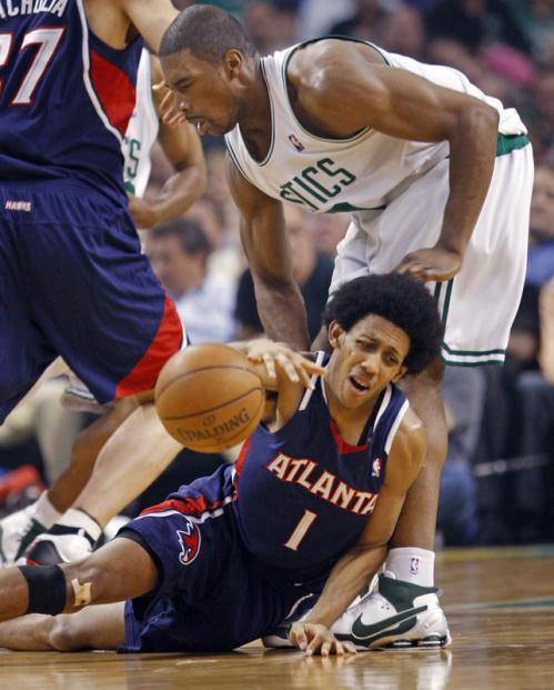 Atlanta's Josh Childress (1) loses the ball with Leon Powe defending.