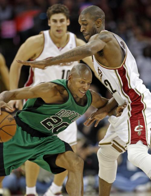 Celtics guard Ray Allen (20) tries to go low and get by Cavaliers forward Joe Smith.