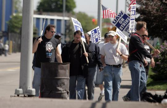GM has said it offered $200 million to help settle an 11-week strike at parts supplier American Axle & Manufacturing.