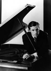 Glenn Gould (in undated photo) stopped performing in concert at 31 and devoted the rest of his life to recording.