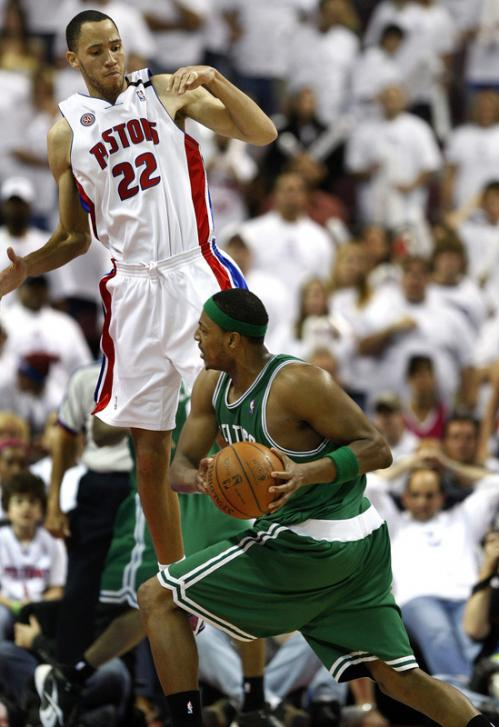 Paul Pierce (34) took the low road to the basket against Detroit forward Tayshaun Prince (22) in the 4th quarter.