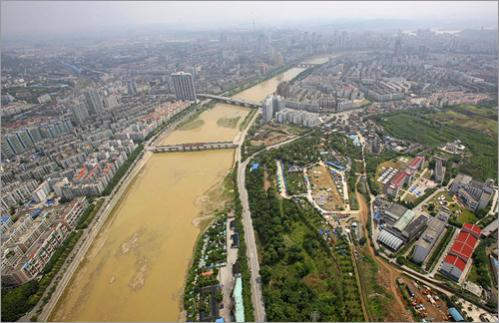 Mianyang City, downstream and under threat by the Tangjiashan quake lake.