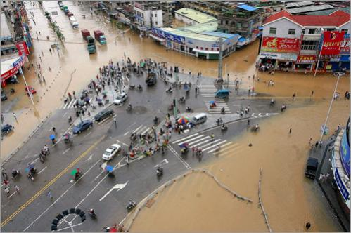 Chinese residents gathered on higher ground as flood waters covered most of Zhangzhou town in southeast China's Fujian province on June 14, 2008.