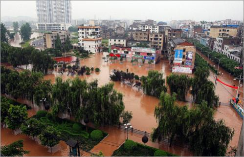 Streets filled with flood water in southwest China's municipality of Chongqing on June 15, 2008.