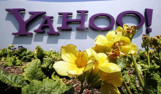 Carl Icahn is campaigning to replace Yahoo's directors and reopen merger talks with Microsoft Corp.