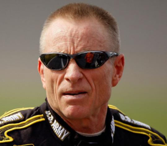 Mark Martin, a four-time runner-up for the series championship, is leaving Dale Earnhardt Inc. at the end of the season.