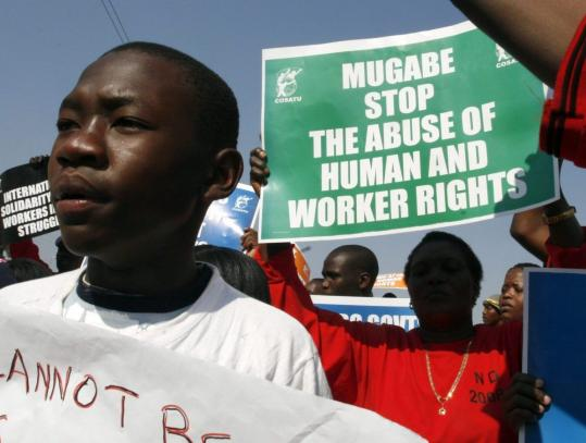 Members of Congress of South African Trade Unions demonstrated in solidarity with Zimbabweans at Beit Bridge, South Africa.