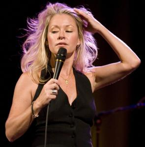Shelby Lynne showcased a full array of emotions in her show Wednesday night at Somerville Theatre.