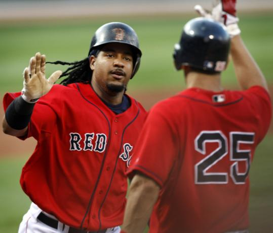 The Sox took back-to-back laps around the bases in the first inning, Manny Ramírez's solo blast following J.D. Drew's.
