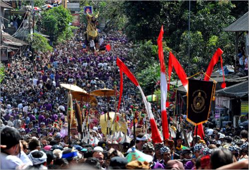 Thousands of people join the procession prior to the Balinese royals cremation ceremony in Ubud, Bali ilsand on July 15, 2008. The remains of two Balinese royals were cremated before some 250,000 loyal subjects after being carried through this hillside town in huge spinning pyres representing the universe.