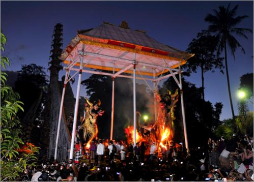 The remains of the two Balinese royals were cremated before some 250,000 loyal subjects after being carried through the hillside town in huge spinning pyres representing the universe.