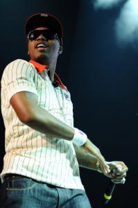 Crowd favorite Nas sampled classics as well as cuts off his new album.