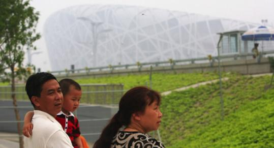 A family visiting the National Stadium in Beijing yesterday found the city shrouded in heavy smog.