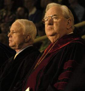 John McCain, left, and Liberty University president Jerry Falwell waited for the start of ceremonies in 2006.