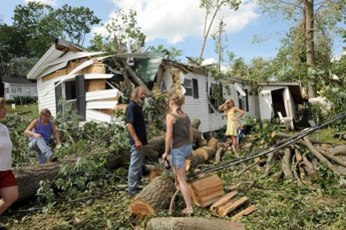 Mike Mailhot (center) talks to former neighbor Tracey Beauchesne. She came back with her children to see the damage to the neighborhood.