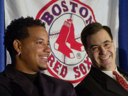 Dan Duquette, then the general manager of the Red Sox, introduced Manny Ramírez to the media after signing the slugger to an eight-year contract in December 2000.